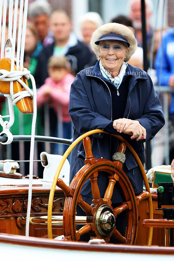 Princess Beatrix at Reunion of the Foundation Breed Round & Flat bottom yachts