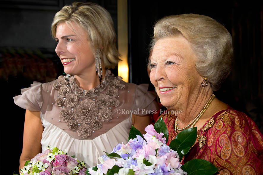 Princess Beatrix and Princess Laurentien in jubilee evening Paul van Vliet for UNICEF in Carré
